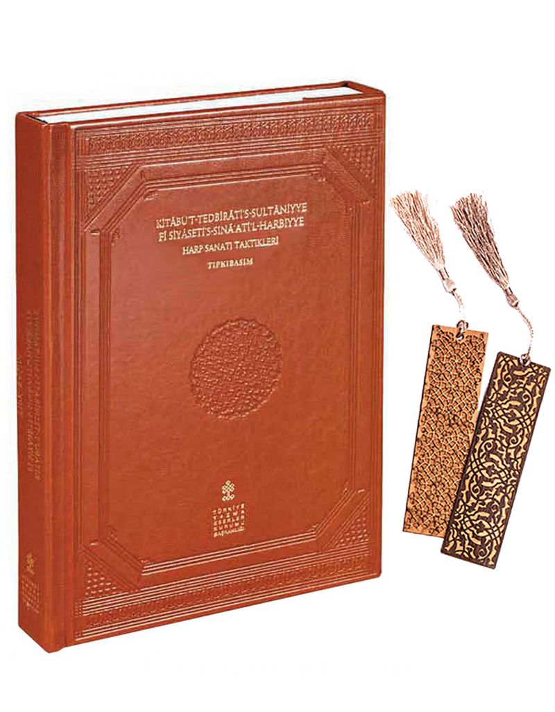 Kitabü't-Tedbirati's-Sultaniyye Fi Siyaseti's-Sına'Ati'l-Harbiyye Harp Sanatı Taktikleri + Ahşap Ayraç - Osmanlı Desen + Ahşap Ayraç - Lale - Rölyef Cevizli